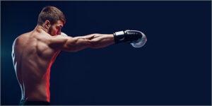 ボクシングで右ストレートを打っているところ