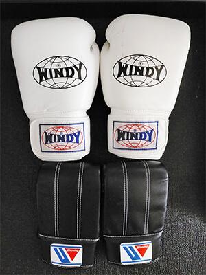 WINDY(ウィンディ)の16オンスとWINNING(ウイニング)のボクシンググローブ