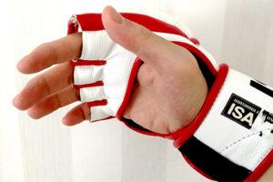親指がフリータイプのオープンフィンガーグローブ